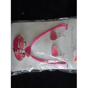 Ketting roze met bijpassende oorbellen