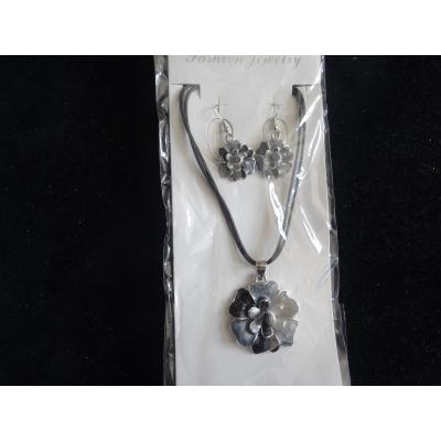 Ketting zwart/grijs met bijpassende oorbellen