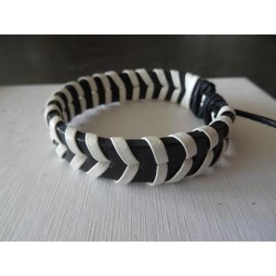 Leren armband wit/zwart v-vorm