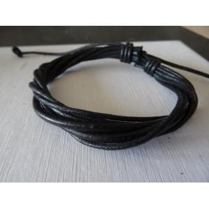 Leren armband zwart 4 dunne banden in elkaar gedraaid